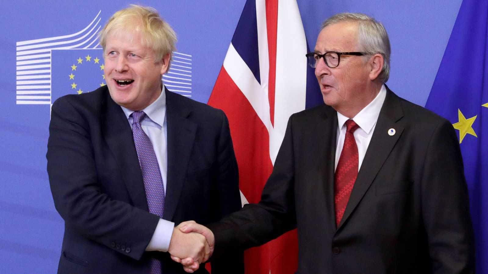 La UE y el Gobierno británico cierran un acuerdo para el 'Brexit'