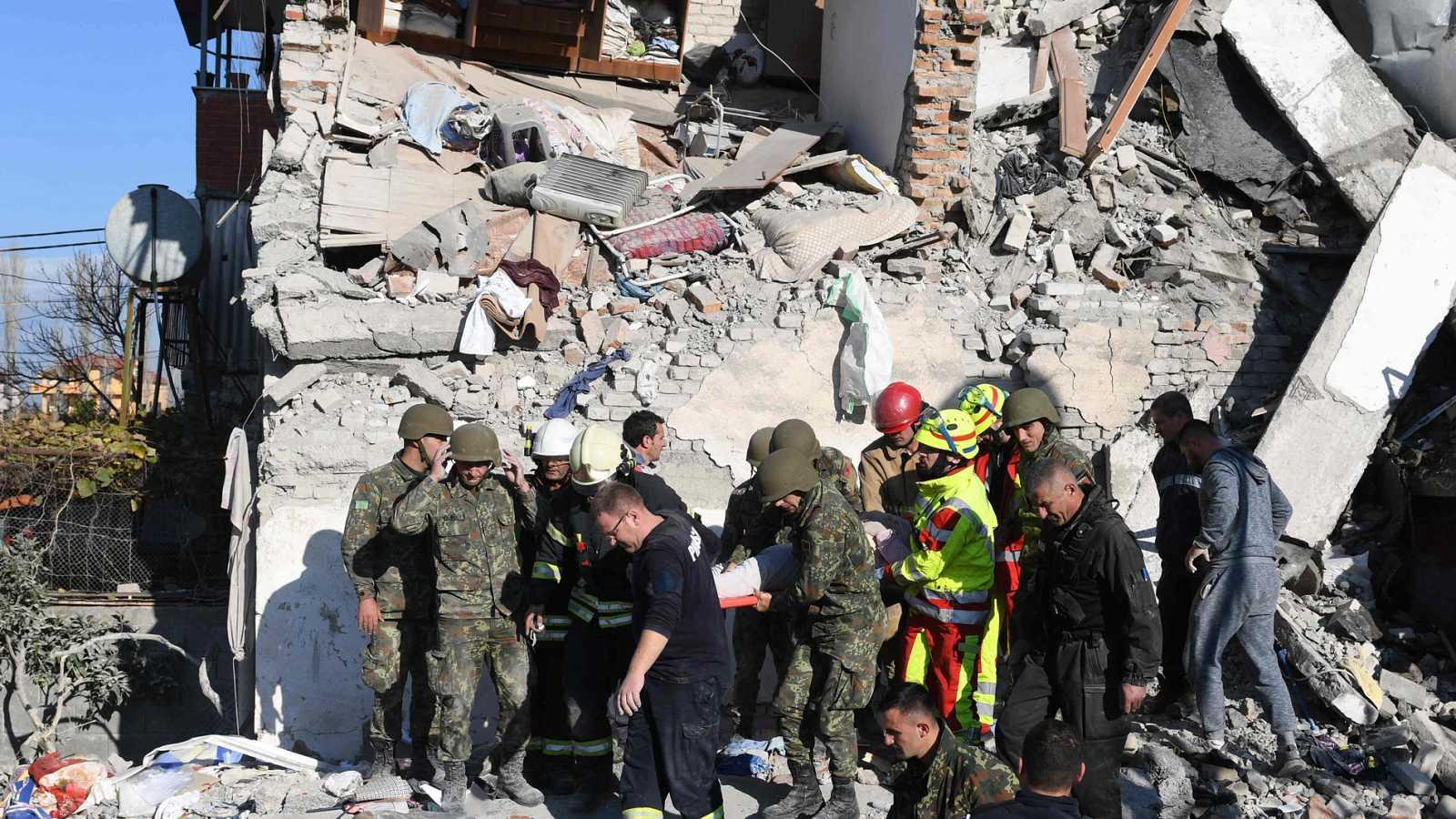 Resultado de imagen para muertos por terremoto en Albania 2019