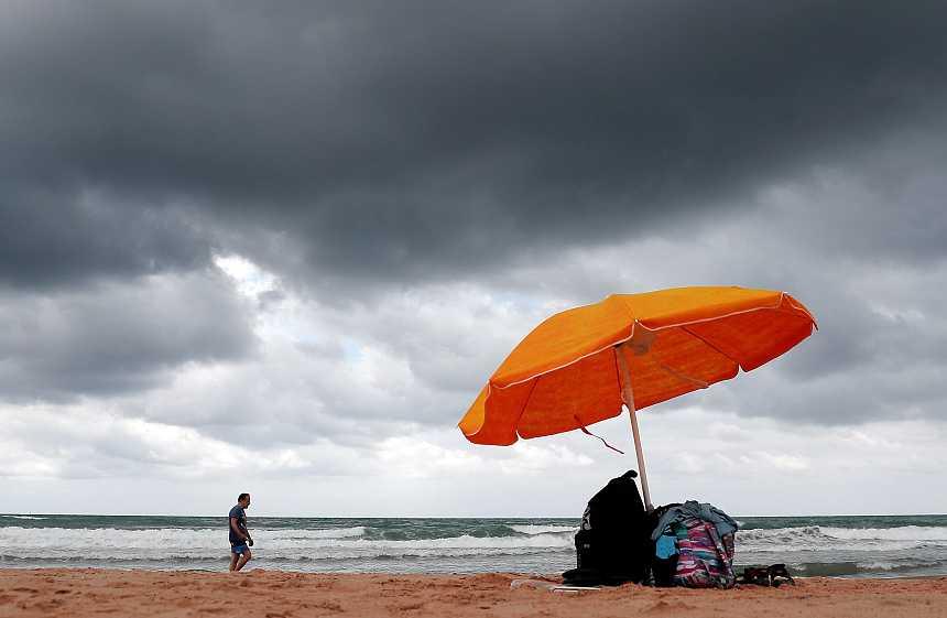 Fuertes rachas de viento en el archipiélago canario y chubascos en el este de Cataluña
