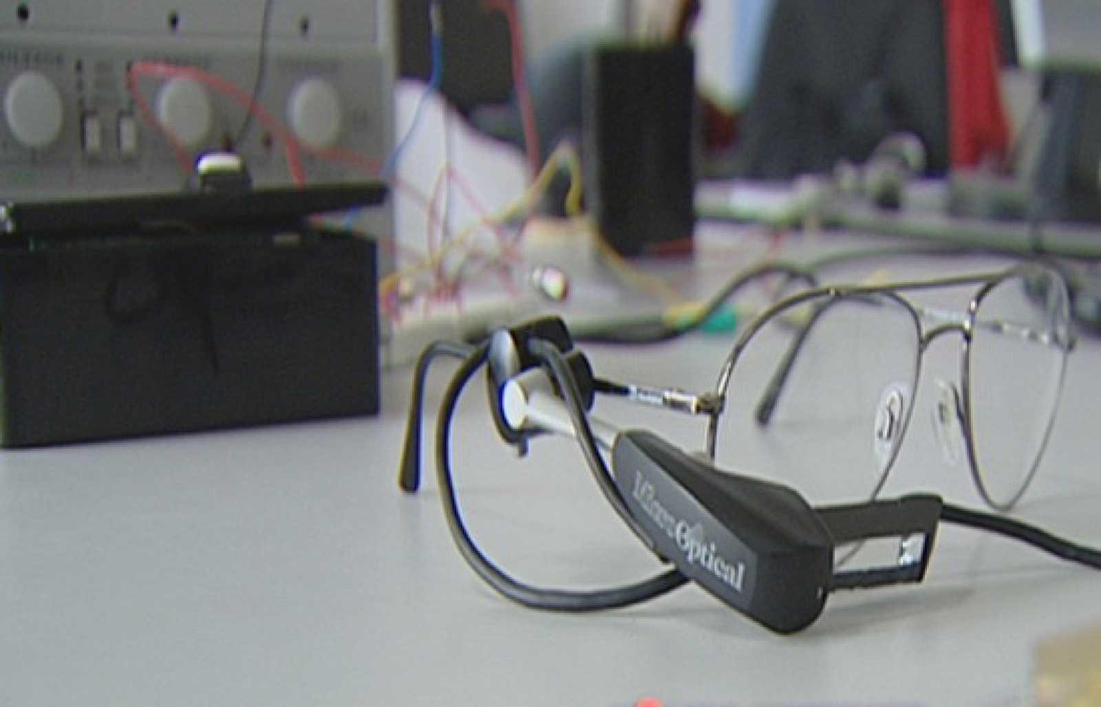 8841eae216 Fábrica de ideas - Inventa: Gafas con subtítulos - RTVE.es