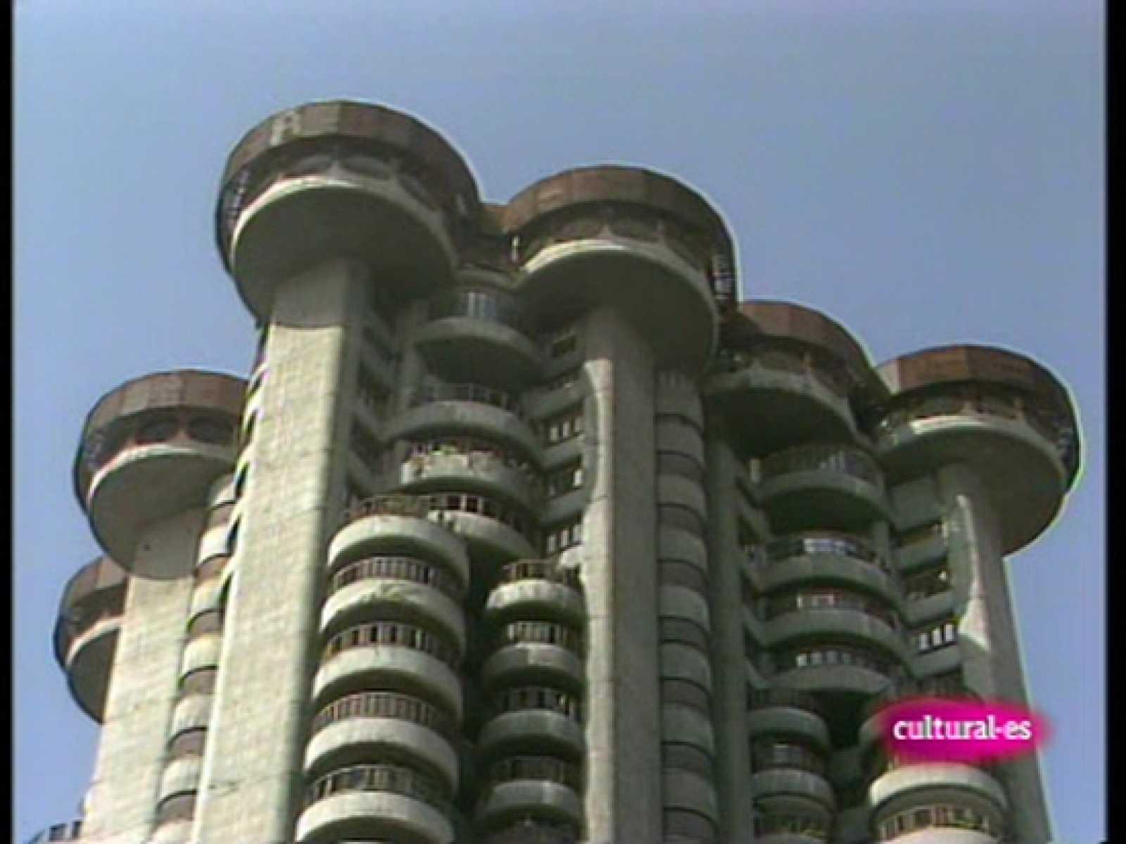 Tres arquitecturas saenz de oiza for Arquitecturas famosas