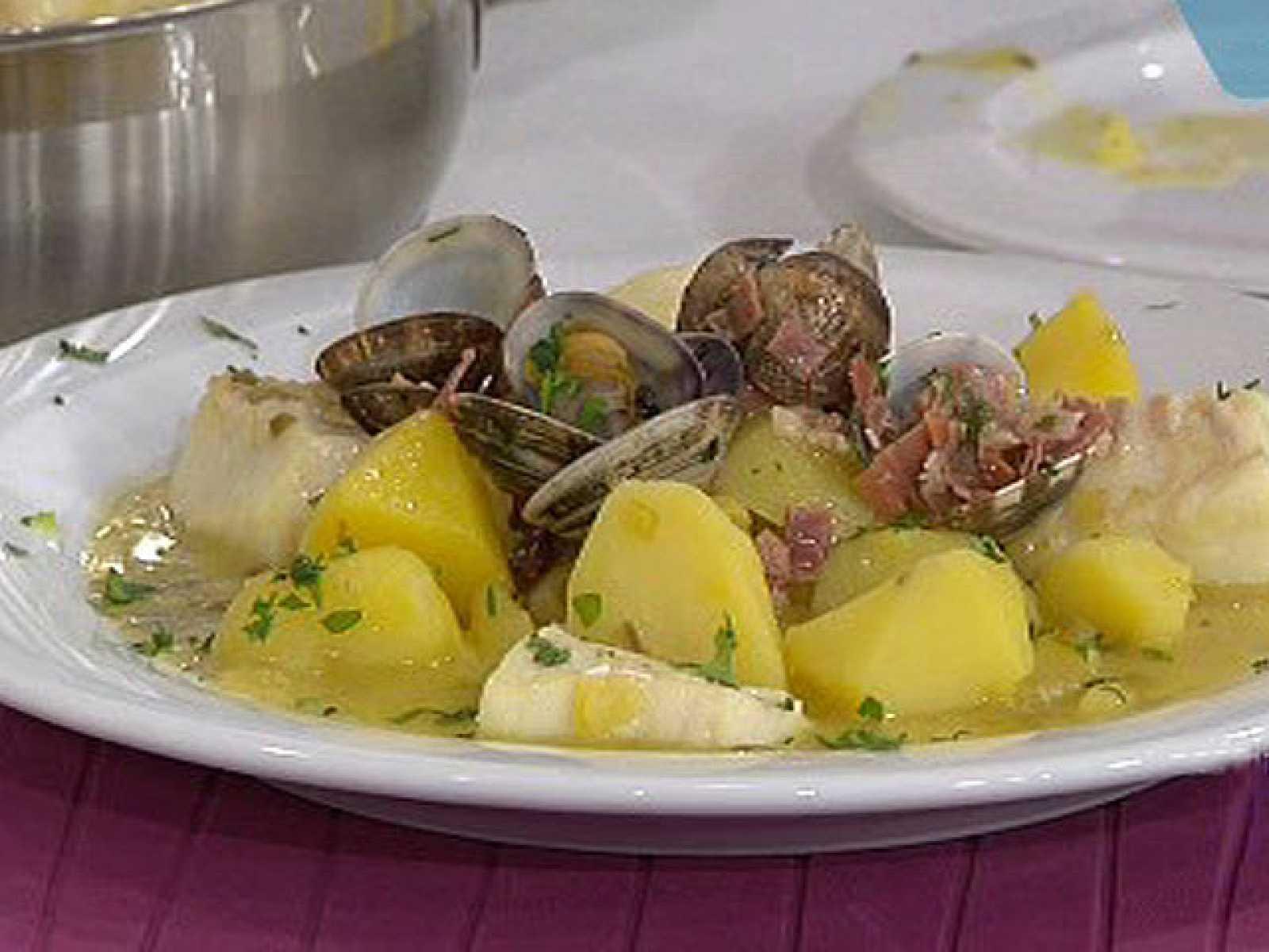 Saber cocinar patatas guisadas con bacalao y almejas - Bacalao guisado con patatas ...