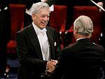 Vargas Llosa recoge el Nobel en Estocolmo