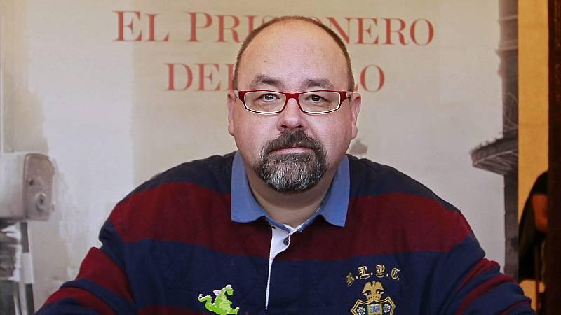 En días como hoy - Carlos Ruiz Zafón publica la tercera entraga de su exitosa saga - Escuchar ahora