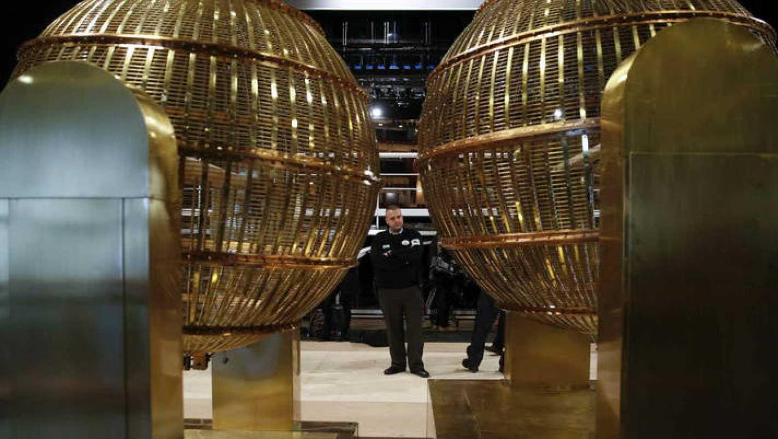 Lotería Nacional 2014 - Un bar de León reparte el 4º premio - Escuchar ahora