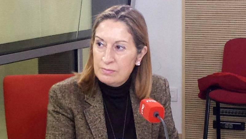 Las mañanas de RNE - Ana Pastor pide a aerolíneas y navieras que bajen sus precios por la caída del pretróleo - Escuchar ahora