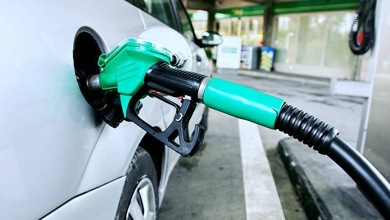 Radio 5 Actualidad - El IPC baja tres décimas por el abaratamiento de electricidad y carburantes - Escuchar ahora