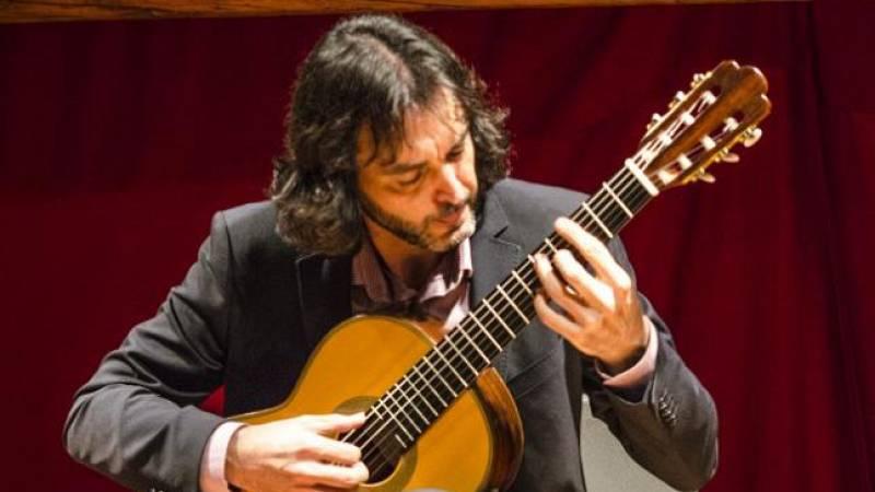 """Salimos por el mundo - Toni Cotolí: """"Tocar la guitarra española emociona al público chino"""" - 12/10/15 - Escuchar ahora"""