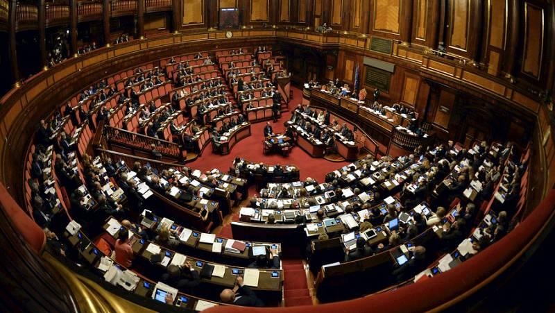 Radio 5 Actualidad - El Senado italiano avala su propia reforma y reduce su poder - Escuchar ahora