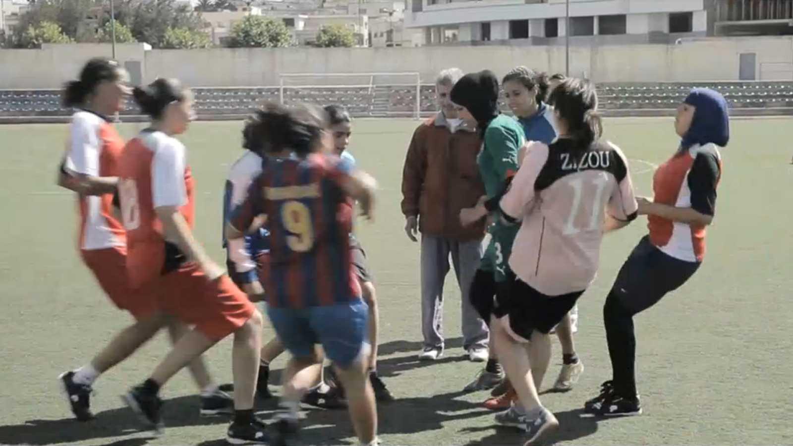 Punto de enlace - 'Tánger gool', un documental que habla de los sueños de un grupo de mujeres tangerinas - 27/10/15 - escuchar ahora
