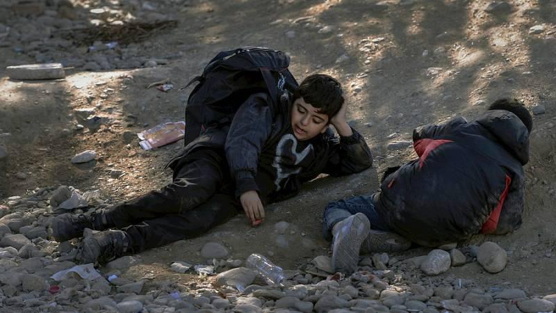 Boletines RNE - Setecientos niños buscan a diario refugio en Europa - Escuchar ahora