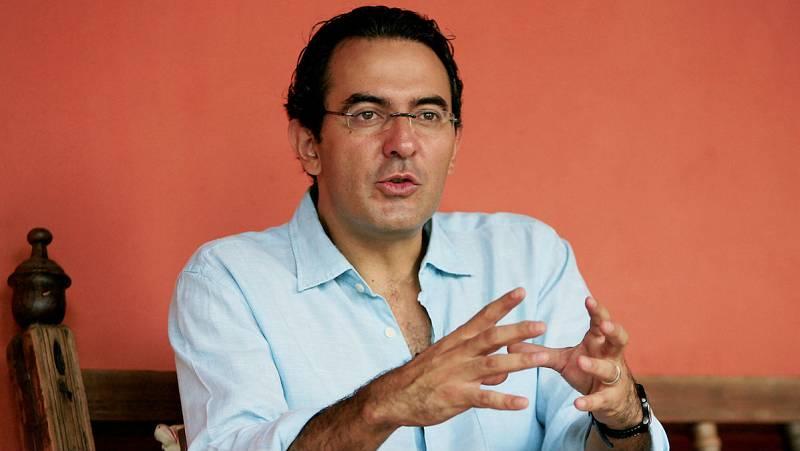 """Libros de arena - Juan Gabriel Vásquez presenta """"La forma de las ruinas"""" - 13/02/16 - Escuchar ahora"""
