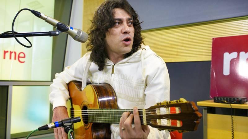 """Javi Cantero interpreta en directo """"El bamboleo"""" - Escuchar ahora"""