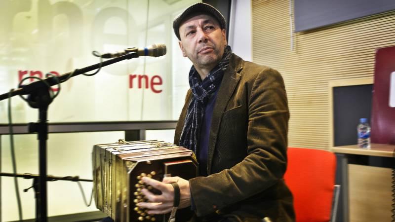 """Las mañanas de RNE - Fabián Carbone toca en directo """"El día que me quieras"""" - Escuchar ahora"""