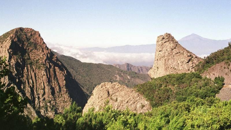 Entre paréntesis - Parque Nacional de Garajonay, primer espacio natural declarado Patrimonio de la Humanidad por la Unesco - Escuchar ahora