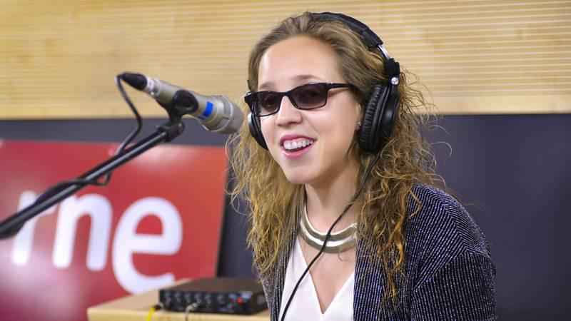 """Las mañanas de RNE - Coraluna interpreta en directo """"Por fuera y por dentro"""" - Escuchar ahora"""