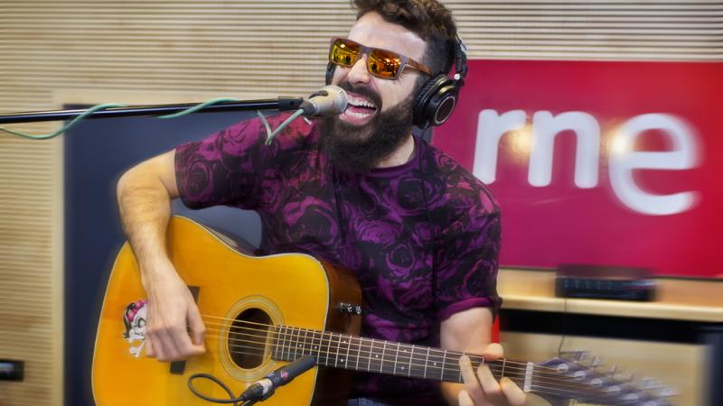 """Las mañanas de RNE - Huecco interpreta en directo """"Lobbo"""" - Escuchar ahora"""