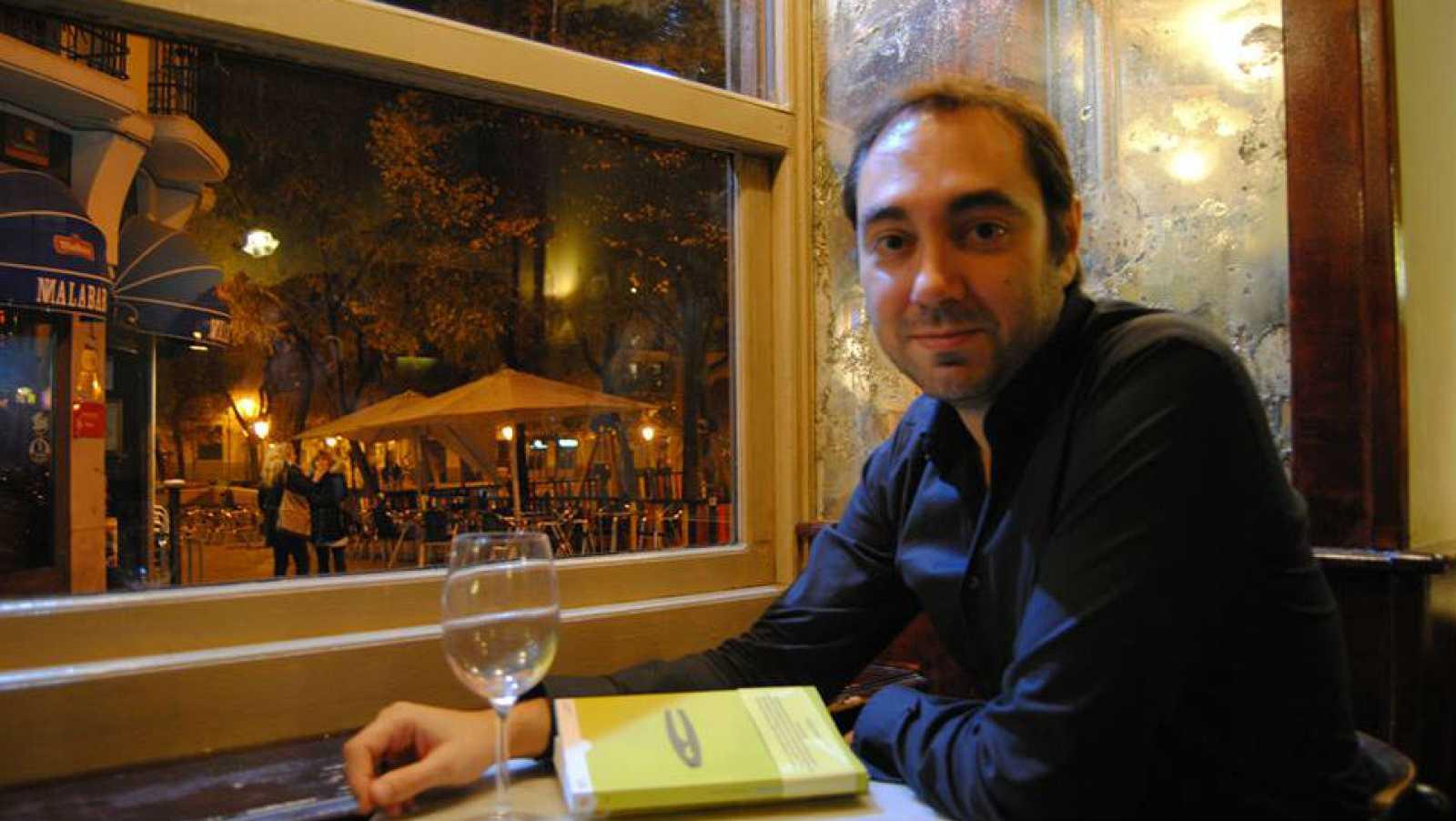 """Libros de arena - Fernando J. López publica """"El sonido de los cuerpos"""" - 28/05/16 - Escuchar ahora"""