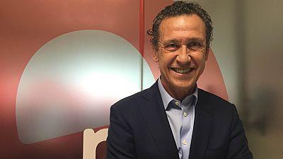 """Las mañanas de RNE - Jorge Valdano: """"Tarde o temprano harán una liga en la que solo puedan jugar los más ricos"""" - Escuchar ahora"""