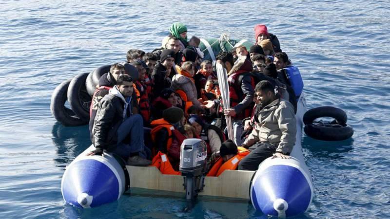 Entre paréntesis - Más de 3.000 inmigrantes, rescatados en el Mediterráneo - Escuchar ahora