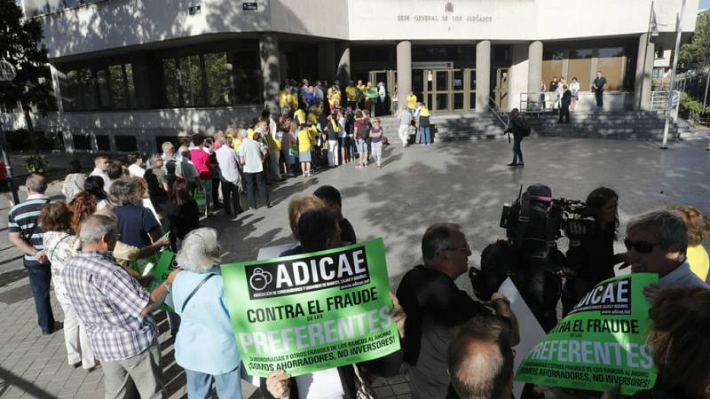 Boletines RNE - Comienza el juicio de los afectados por la venta masiva y sin control de preferentes de Caja Madrid - Escuchar ahora
