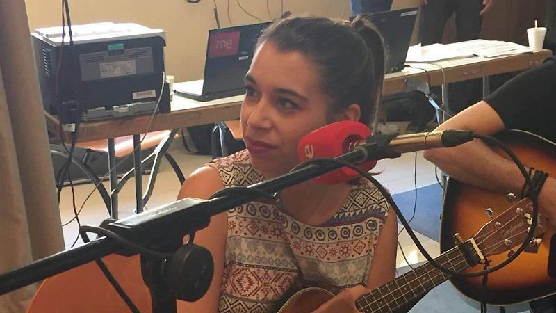"""Las mañanas de RNE - Paula Rojo interpreta en directo """"Poco"""" - Escuchar ahora"""