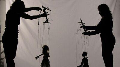 Las cuñas de RNE - Títeres y marionetas en 'Memoria de delfín' - Escuchar ahora