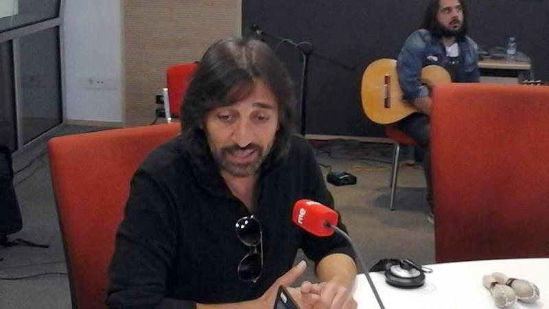 """Las mañanas de RNE - Antonio Carmona interpreta en directo """"Mencanta"""" - Escuchar ahora"""