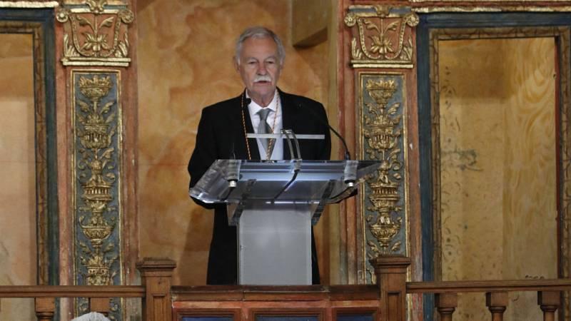 """Especiales RNE - Entrega del Premio Cervantes 2016 (I): Eduardo Mendoza recibe el Premio Cervantes 2016: """"Me considero un invitado entre los grandes"""" - Escuchar ahora"""
