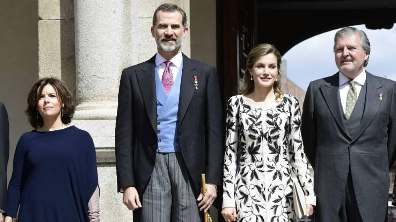 """Especiales RNE - Entrega del Premio Cervantes 2016 (III): Méndez de Vigo dice que Eduardo Mendoza """"se abrazó al humor como tabla de salvación"""" - Escuchar ahora"""