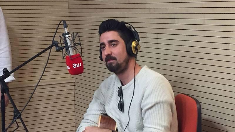 """Las mañanas de RNE - Álex Ubago interpreta en directo """"Entre tu boca y la mia"""" - Escuchar ahora"""