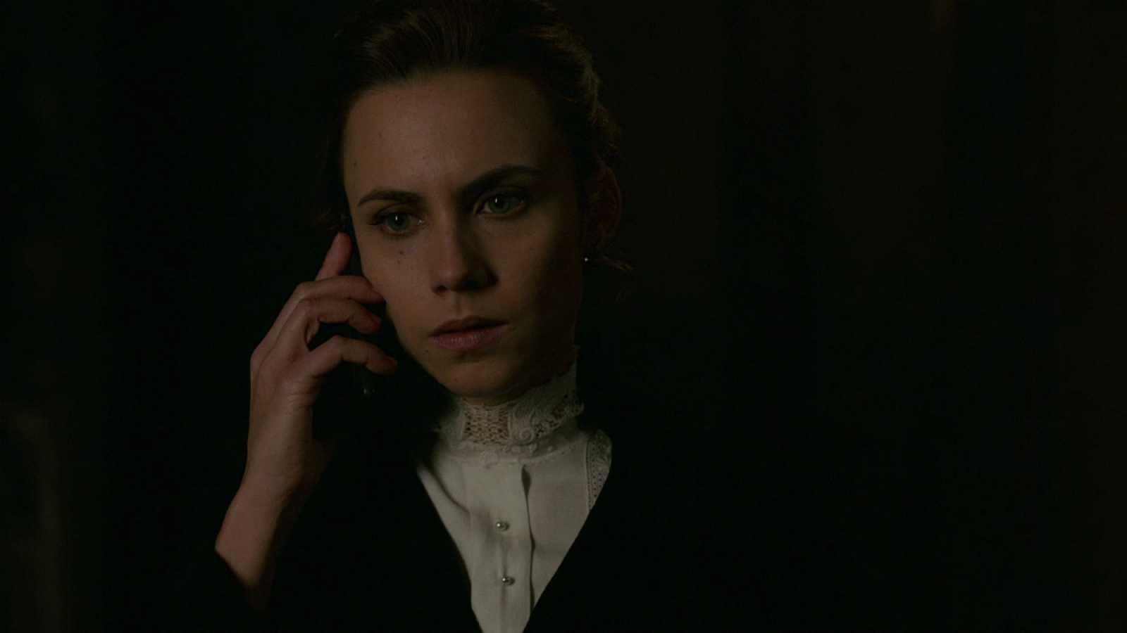 El Ministerio del Tiempo - El tono de llamada del teléfono móvil de Amelia