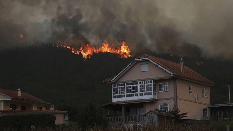 Boletines RNE - Galicia y Asturias elevan nivel de alerta por los incendios declarados en sus territorios - Escuchar ahora