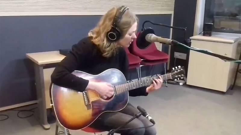 """Las mañanas de RNE - Christina Rosenvinge interpreta en acústico """"Ana y los pajaros"""" - Escuchar ahora"""