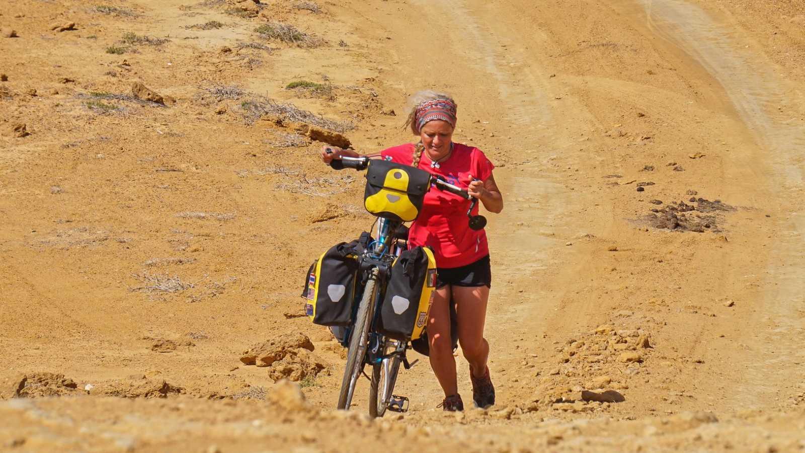 Artesfera - Cristina Spinola, la primera española en recorrer el mundo en bicicleta - 15/03/18 - escuchar ahora