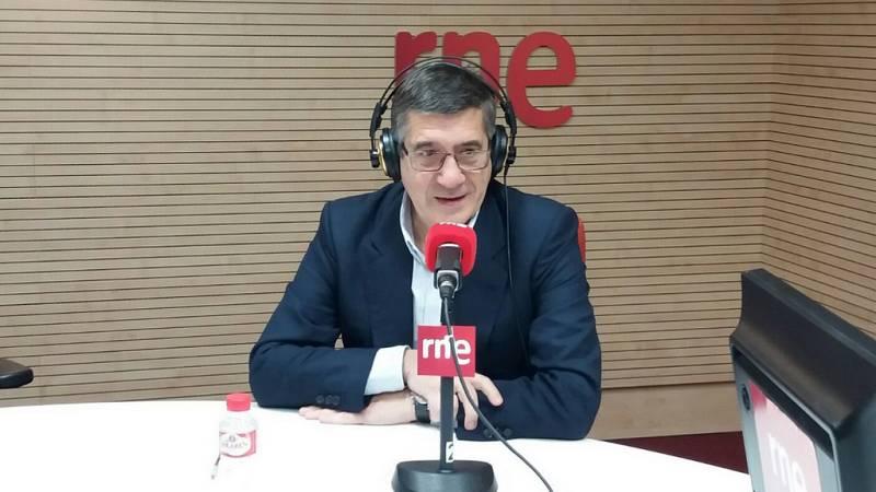 "Las mañanas de RNE - Patxi López acusa a Puigdemont de someter a Cataluña a sus ""intereses particulares"" - Escuchar ahora"