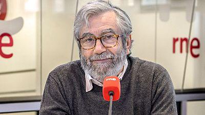 """Las mañanas de RNE - Muñoz Molina: """"El cotilleo es un instinto natural del ser humano, necesitamos información"""" - Escuchar ahora"""