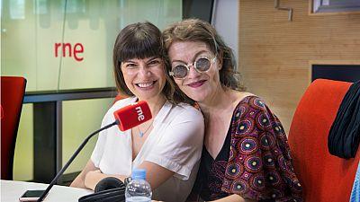 'Todas las mujeres' llega al teatro con Mónica Regueiro y Nuria González - Escuchar ahora