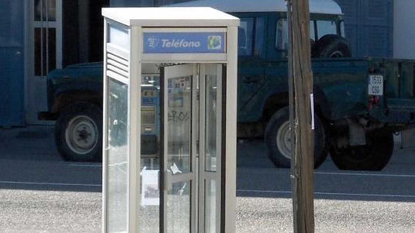 El gallo que no cesa - ¡Adiós cabinas telefónicas! - Escuchar ahora
