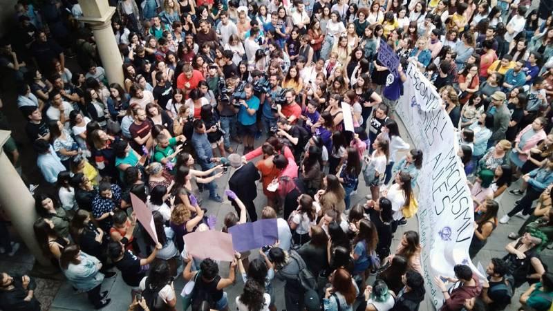 Por tres razones - Oviedo: contra el machismo en las aulas - Escuchar ahora