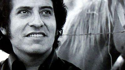 Mil guitarras recuerdan en Chile a Víctor Jara a 45 años de su asesinato - Escuchar ahora