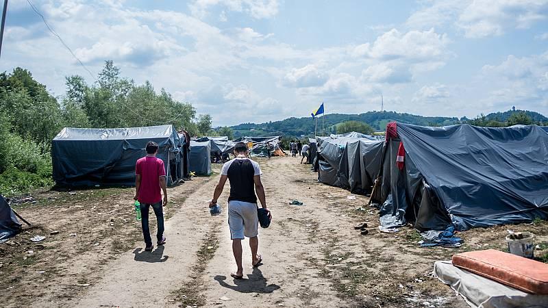 Refugiados y migrantes atrapados en Bosnia deberán soportar a la intemperie un duro invierno bajo cero