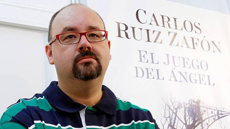 En días como hoy - Carlos Ruiz Zafón nos presenta 'El juego del ángel' - Escuchar ahora
