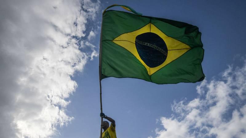 "Todo Noticias - Mañana - ""Bolsonaro tendrá que negociar con al menos 10 partidos"" - Escuchar ahora"
