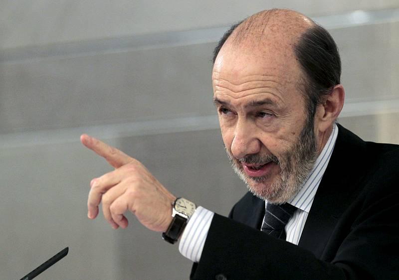 Boletines RNE - El marido de Cospedal encargó a Villarejo espiar al hermano de Rubalcaba - 05/11/18 - Escuchar ahora