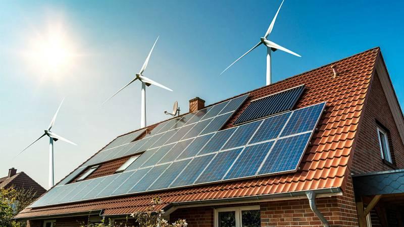 """14 horas - Xavier Labandeira: """"Es factible que en 2050 toda la energía que consumamos proceda de fuentes renovables"""" - Escuchar ahora"""