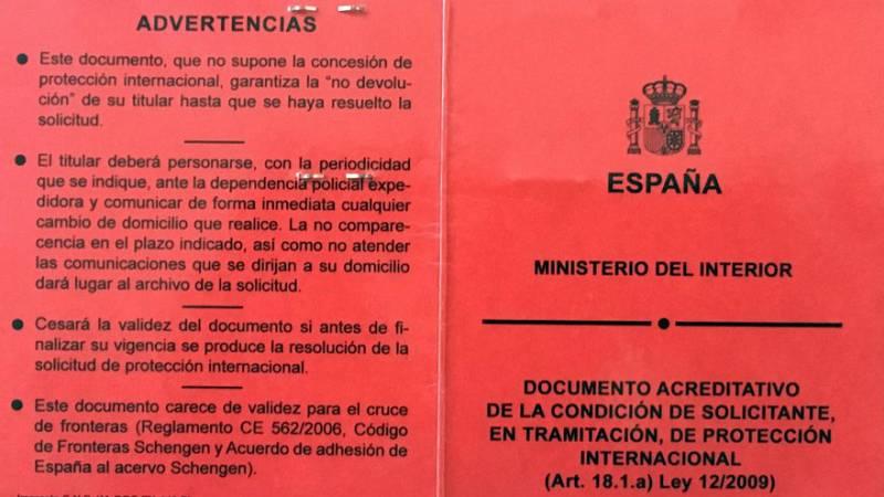 14 horas - El Defensor del Pueblo investiga las largas colas en Madrid para tramitar el permiso de asilo - Escuchar ahora