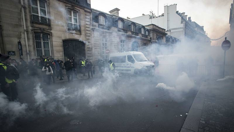 La subida de carburantes en Francia moviliza más de 200 mil personas en el país - Escuchar ahora