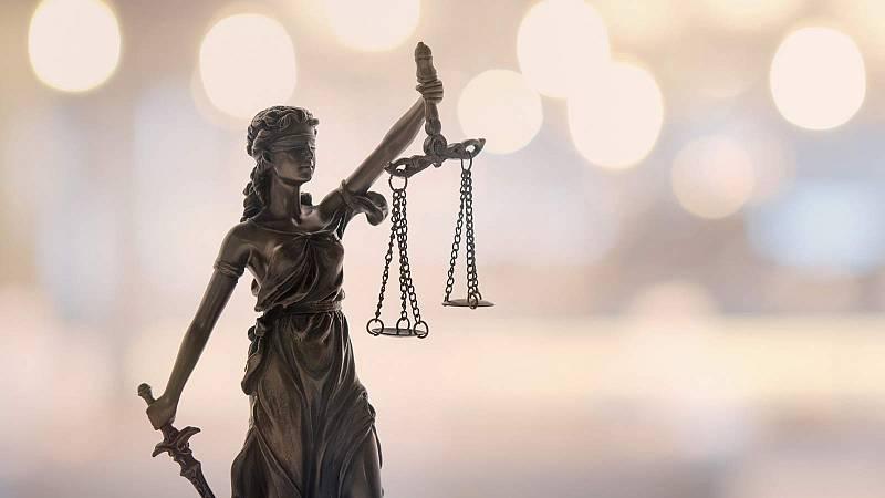40 años de Constitución en RNE: Derechos y deberes fundamentales - Artículo 54 - Defensor del pueblo - Escuchar ahora