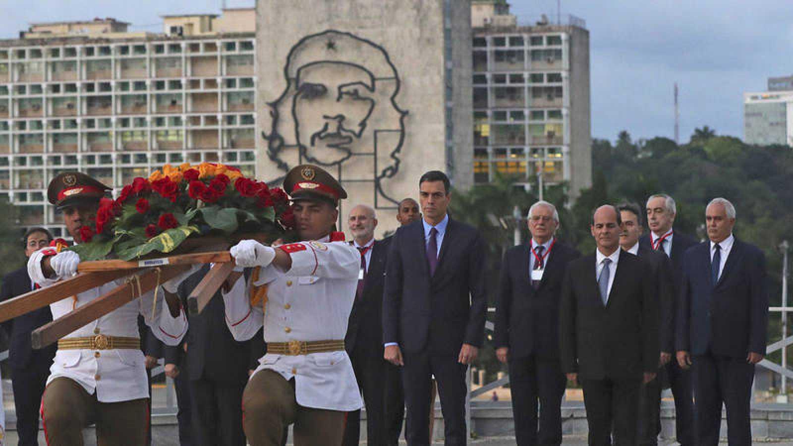 Las mañanas de RNE con Íñigo Alfonso - El ensayista cubano Rafael Rojas rechaza que la apertura económica implique la política - Escuchar ahora